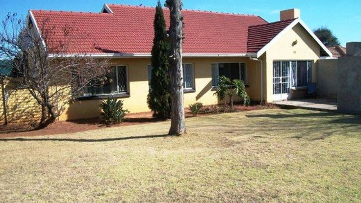 Large 3 bedroom home, with a pool in an excellent location, and close to schools