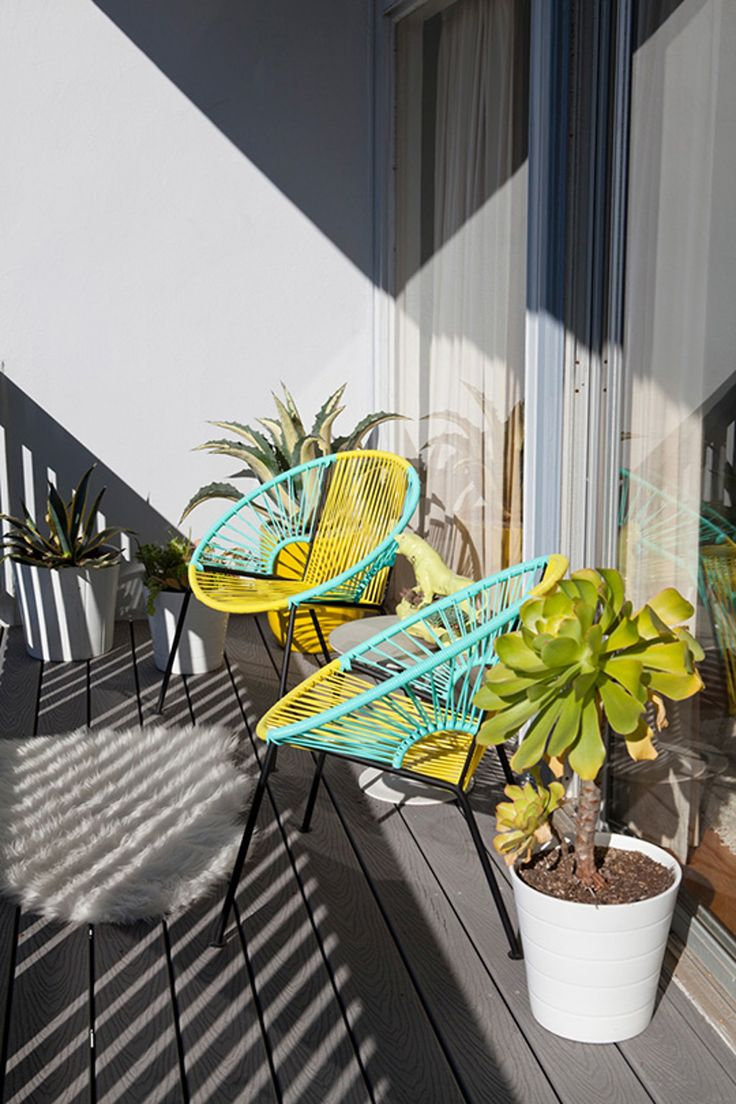 Acapulco chair on patio - Get The Look Acapulco Style Chairs