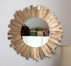 Tutorial per realizzare una cornice ad uno specchio rotondo, cambiandone notevolemente l'aspetto, ottimo per come regalo low cost.  #regalo #lowcost #specchio #faidate #tutorial #diy