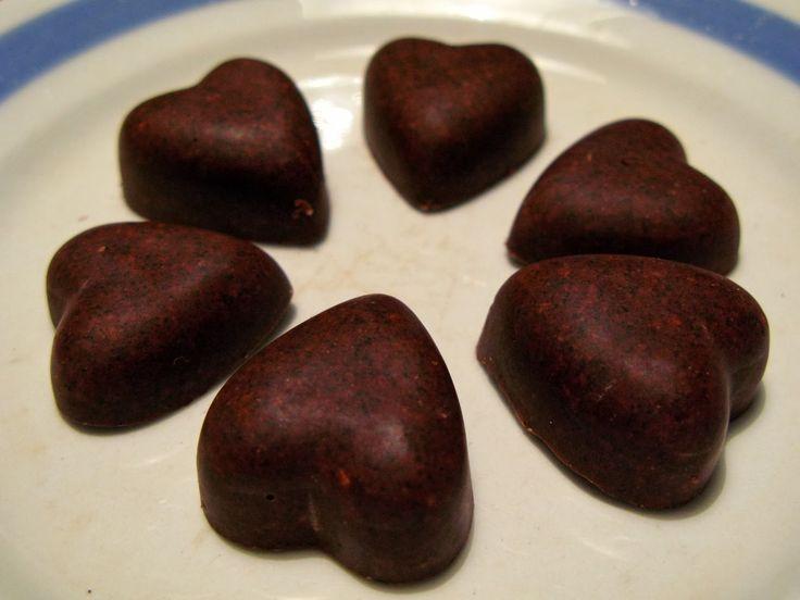 Shape & Cake: Mustikka-hasselpähkinä raakasuklaa