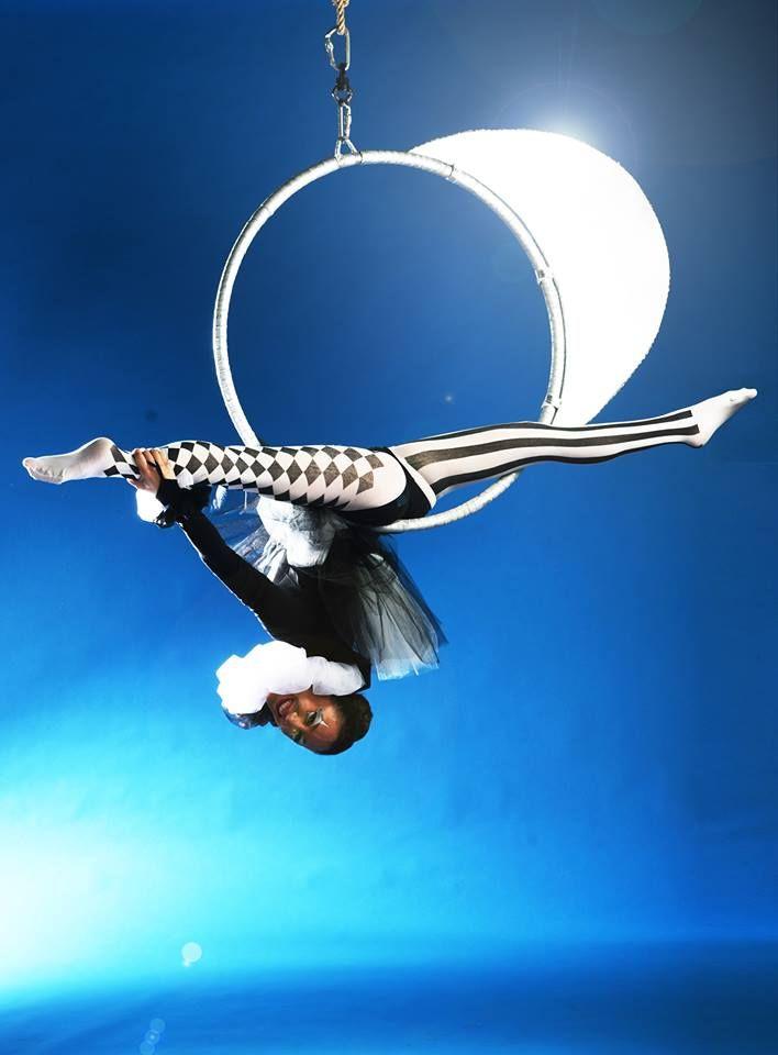 airal aerialsilks - ilaria venturi  airal aerialsilks ilaria venturi aerial silks aerial hoop cerchio aereo airal e la luna