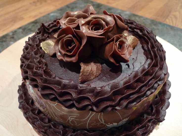 Large chocolate rose cake Available to order from www.miriamsmunchies.co.uk #Birthday cakes