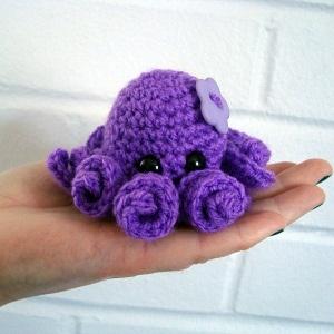 Small Octopus (crochet)