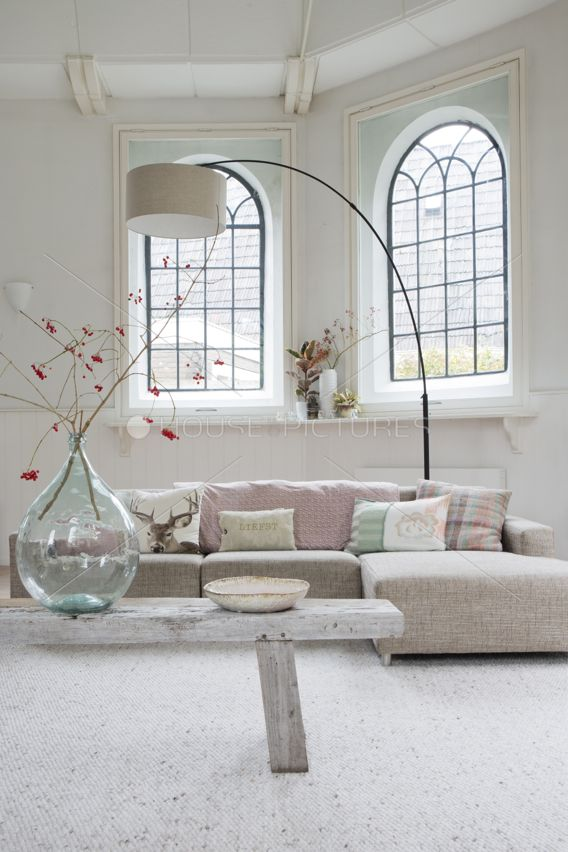 Cozy living room white and pink.
