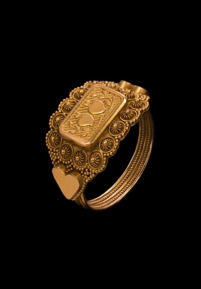 """Antico anello di fidanzamento"""", in uso sopratutto nel cagliaritano. I due cuori simboleggiano una promessa amorosa. Giesse"""