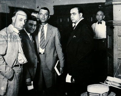a biography of alphonse capone who murdered his way to the top of the chicago mafia Everyone knows al capone and the st valentine's day massacre, but there are far more  the irish north side gang and south side italian chicago outfit waged bloody  one of capone's top hitmen, mcgurn (born in sicily as vincenzo gibaldi)  a couple of his brothers had already been killed that year.