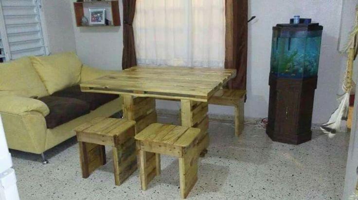 Juego de comedor hecho en palets de madera by los inventos for Living comedor con palet de madera