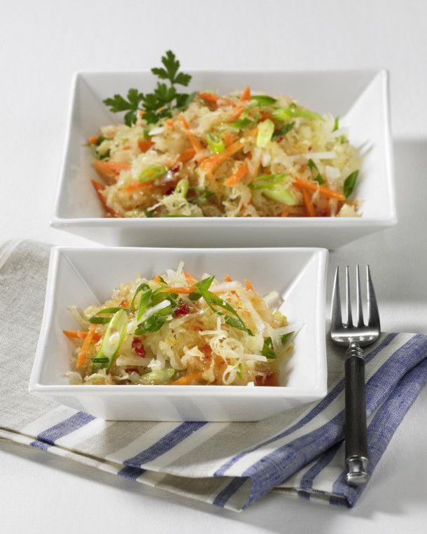 Unser beliebtes Rezept für Asiatischer Sauerkrautsalat und mehr als 55.000 weitere kostenlose Rezepte auf LECKER.de.