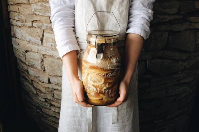 家族の人数や、作るものの量に合わせてお好みのサイズを選んでくださいね。  例えば、梅酒を作る場合の目安だと・・・ ・1Lサイズ … 梅250g ・2Lサイズ … 梅500g  ・4Lサイズ … 梅1kg