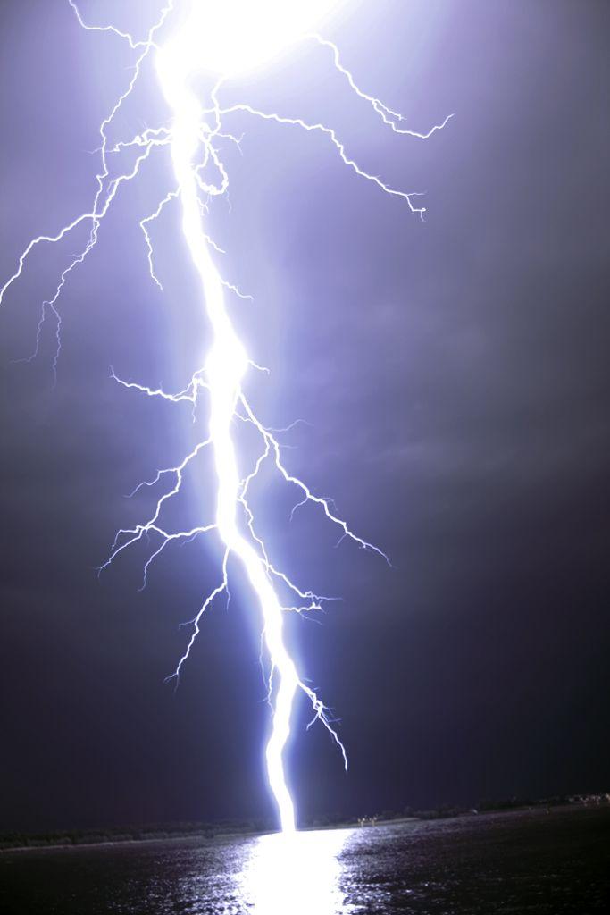 ThunderBolt! http://www.flickr.com/photos/jjverhoef/3567635422/
