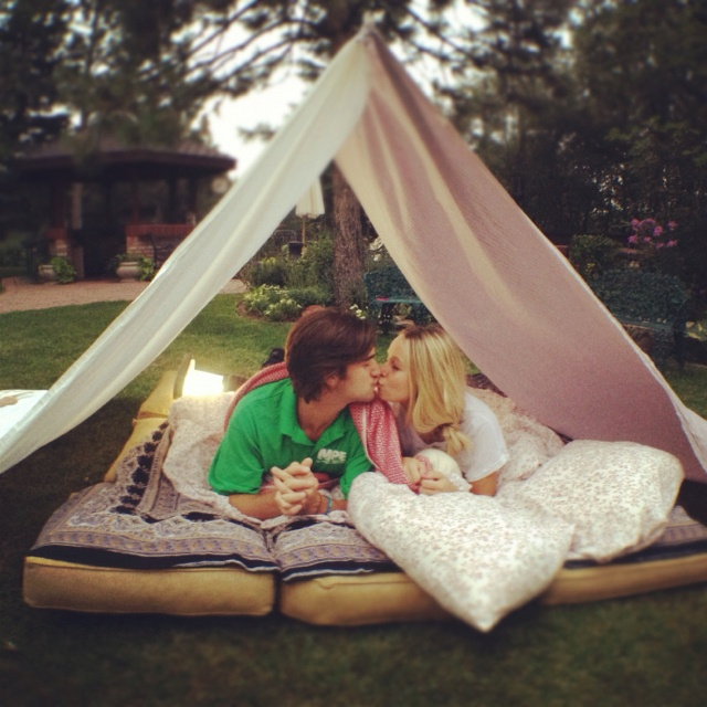 homemade outdoor forts :) | Home Decor