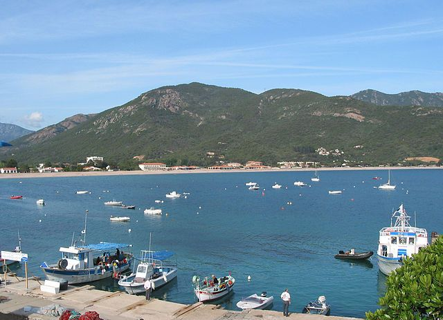 Région de Sevi in Dentru  -  Sagone (en corse Saone) est une marine de Corse-du-Sud dépendant des communes de Vico et de Coggia, communes situées dans le département de la Corse-du-Sud. Elles appartiennent à la microrégion des Deux-Sorru.