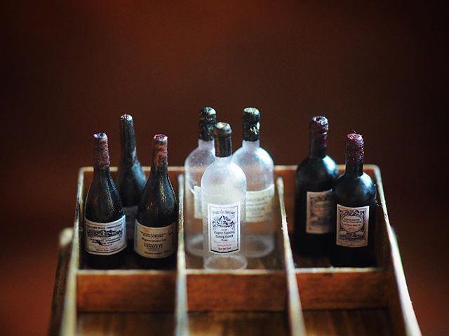 ❤︎ ・ original handmade miniature size 1/12 . ミニチュアのワインボトルを 作りました。 ちなみに、ワインは飲めません ・ ・ ・ コメントお休みします ・ ・ ・ ・ ・ #ミニチュア#miniature#ワイン#ワインボトル #ミニチュアフード#miniaturefoods #Wine