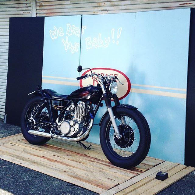 A days of SR. 超簡易の即席ブースにて秘密の撮影。 またコレについては後日詳細を日記かなんかで報告しまーす!  http://www.garage-ride.com  #garageride #ガレージライド #SR400 #motorcycles #奈良 #バイク #カスタムバイク #撮影 #フォトセッション