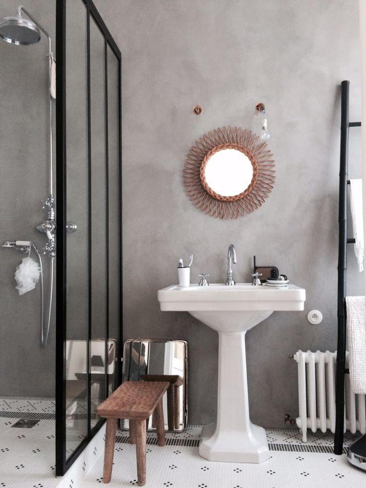 salle de bain, miroir rotin, beton, vasque porcelaine, verrière industrielle, miroir barbier