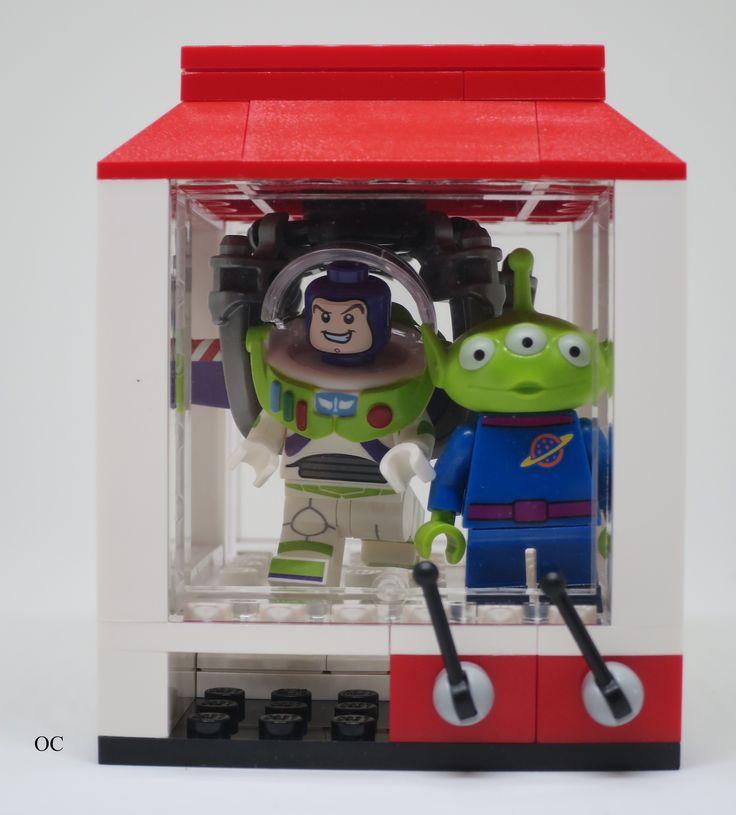 Lego Buzzlight Year & Alien Toy Story Minifigures Vignette 8x8