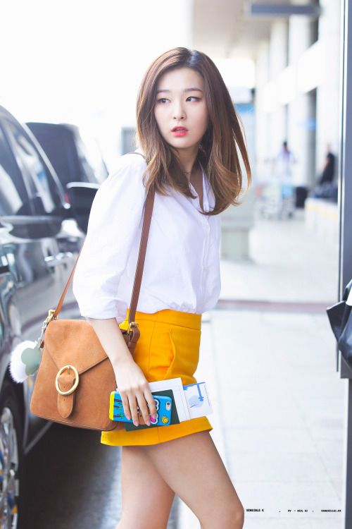 Red Velvet's Seulgi dazzled media sources and fans during her latest airport arrival. Seulgi arrived at Incheon International Airport wearing a white blouse, bright yellow skirt, and a small brown velvet purse. As Seulgi flaunts her latest airport ensemble, she seemed extremely open and inviting to picture takers and fans who were …
