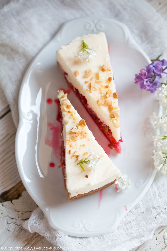 Ciasto z rabarbarem, malinami i waniliową pianką, rhubarb, raspberry and vanilla cream cake  #rabarbar #rhubarb #ciasto #cake