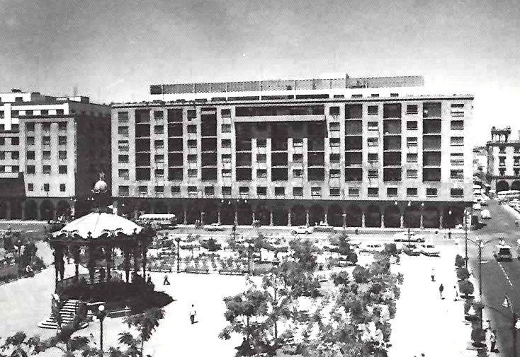 Edificio Plaza (hoy One Hotel), Avenida 16 de Septiembre No. 16, Centro Historico, Guadalajara, Jalisco, México 1958  Arq. Ignacio Díaz Morales -  Plaza Building (now One Hotel), Ave 16 de Septiembre 16, Centro Historico, Guadalajara, Jalisco, Mexico 1958