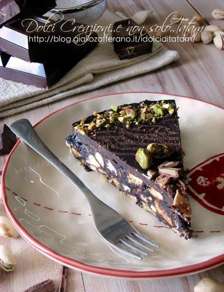 torta fredda al cioccolato e biscotti