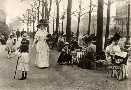 Les Champs Elysées quand l'avenue était la plus belle du monde .... - Paris 1910 -