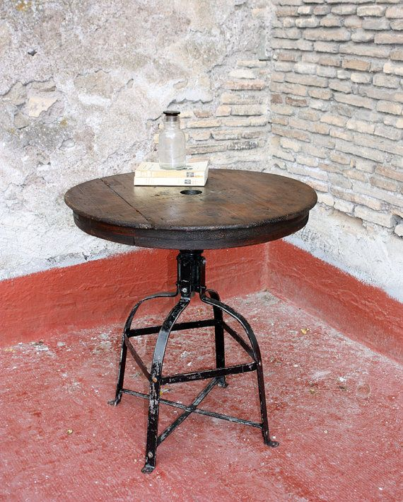 Tavolo Industriale con Top realizzato con un' Antica BOBINA IN LEGNO #table #industrialtable #oldtable #woodentable #reel #ancientreel  di NosesLab