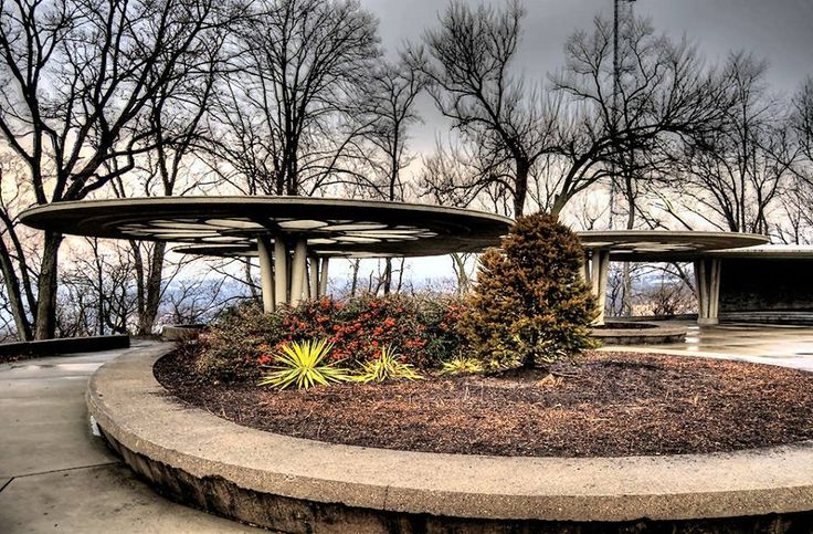 Bellevue Park may be one of Cincinnati's most iconic Mid Century Modern park structures. The shelter was designed by R. Carl Freund in 1955. The structure and form has a clear Frank Lloyd Wright influence and a dramatic view of downtown Cincinnati.