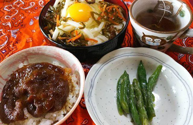 朝ごはん☀️ 朝からカロリー高め(^^; 昨日の夜,疲れてご飯を食べず寝ちゃって(^^; なので今日の朝はお腹が空きすぎて「うどん,豚丼,豆の味噌漬け,紅茶」を食べました(^^) 体重を計ると49キロでした(^^; #朝ごはん#朝#ご飯#カロリー#体重#美味しい#料理#手作り#うどん#豚丼#肉#食べ物#豆#味噌#紅茶#卵#色#おはよう#おはようございます#カロリー高い#食べ過ぎ#眠い#今日
