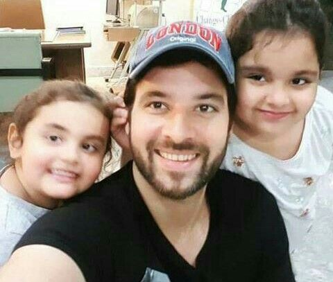 Mikaal zulfiqar with his cute daughters