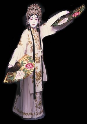 """Tamasaburo Bando V in """"Princess Yohiki"""", a kabuki dance commissioned by Tamasaburo himself. As with other actor's names, Tamasaburo took his name at a large ceremony called a shumei."""