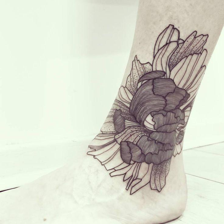 Wild Flower!   Scar Cover Up!   Done @les_fleurs_du_mal_tattoo - Paris    #wildstyleflower #wildflower #flowerstattoo  #fleur #tatouagedefleur #tatoueur #tattooer #tattooer #tattooartist #tattooart #tattoodesign #artistetatoueur #inkedbyguet #design #dotwork #dotworker #dotworktattoo #designtattoo #guet #graphism #graphictattoo #blackwork #blacktattoo #blackworker #blacktattooart #sorrymummytattoo #lesfleursdumaltattoo #tattrx #tttism