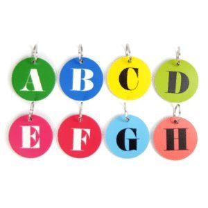 Håll på koll nyklarna med en personlig nyckelring! Passar utmärkt att lägga i ett litet påskägg.  www.barabokstaver.se