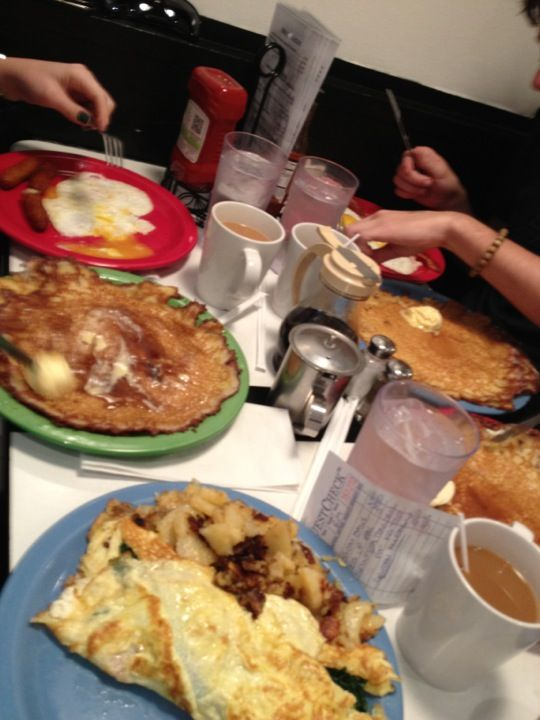 You won't find a better image of pamela diner lyonnaise