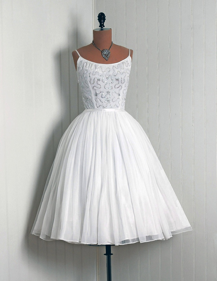 1950's vintage dress I would rock this dress so hard....time to get the sewing machine out!