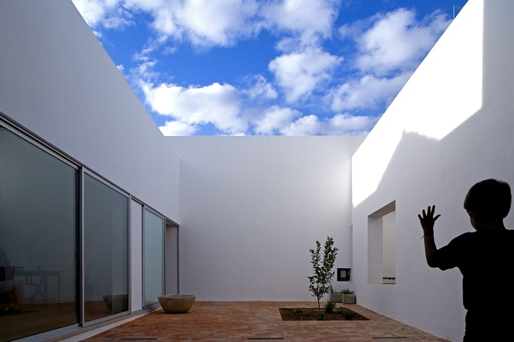 Cooptar   House in Faro, Pt  http://www.ultimasreportagens.com/36.php  © Fernando Guerra, FG+SG Architectural Photography