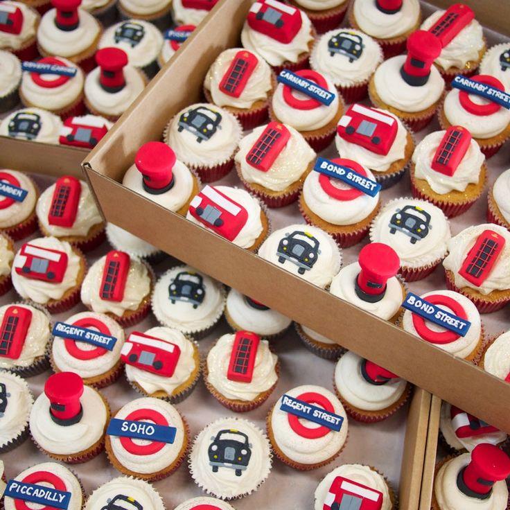 London_themed_cupcakes.jpg (820×820)