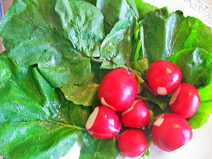 Liście rzodkiewki silniejszym środkiem na walkę z nowotworami niż brokuł? Tak się składa że niedocenione liście rzodkiewki są świetnym źródłem polifenoli...
