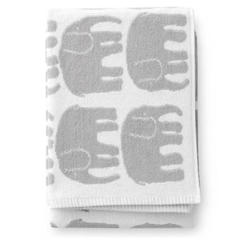 The cute bath towel by the Finnish brand Finlayson is part of the Elefantti range featuring the popular Elefantti pattern that was designed by Laina Koskela during her studies at the Helsinki Industrial Art School. Available in different colors.