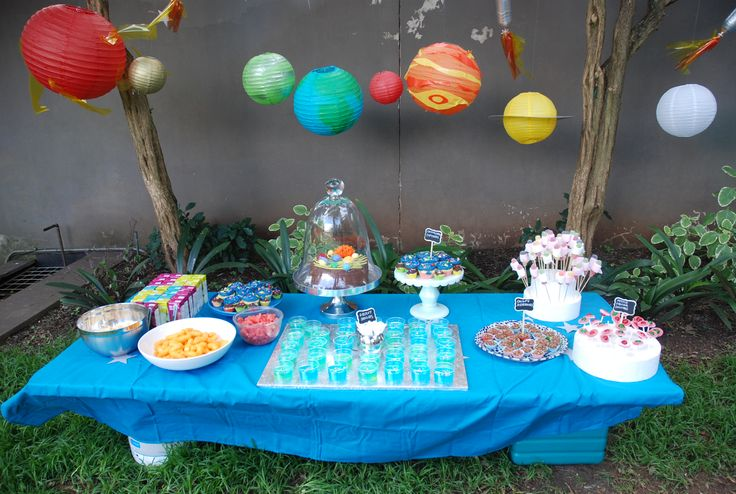 Planet party table