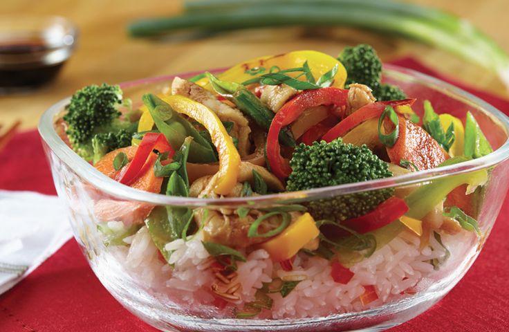 Sauté au poulet et aux légumes du jardin sur riz au jasmin - Circulon Canada