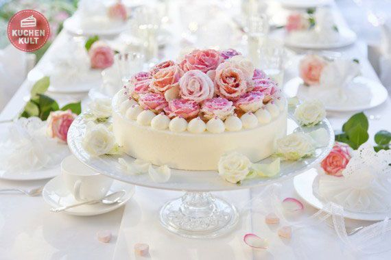 Hochzeitstorte Käse-Sahne mit Rosendekor