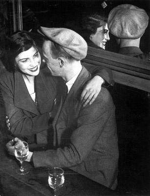 Brassaï - Amoureux au Bal Musette des Quatre Saisons, Rue de Lappe, Paris, 1932