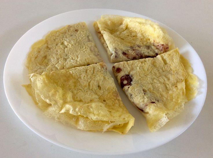 Jahelno-vaječné palačinky s třešňovo-jahodovo-rybízovým džemem