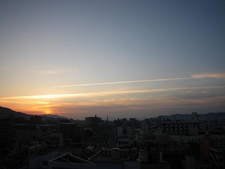 contrail  明け方、珍しくはっきりした飛行機雲がでてた