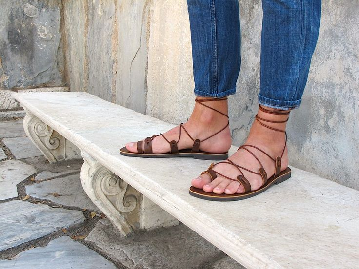 Sandalias de Gladiador de los hombres. Disponible en seis colores. Ares 03 nuevo de GreekChicHandmades en Etsy https://www.etsy.com/mx/listing/279762940/sandalias-de-gladiador-de-los-hombres