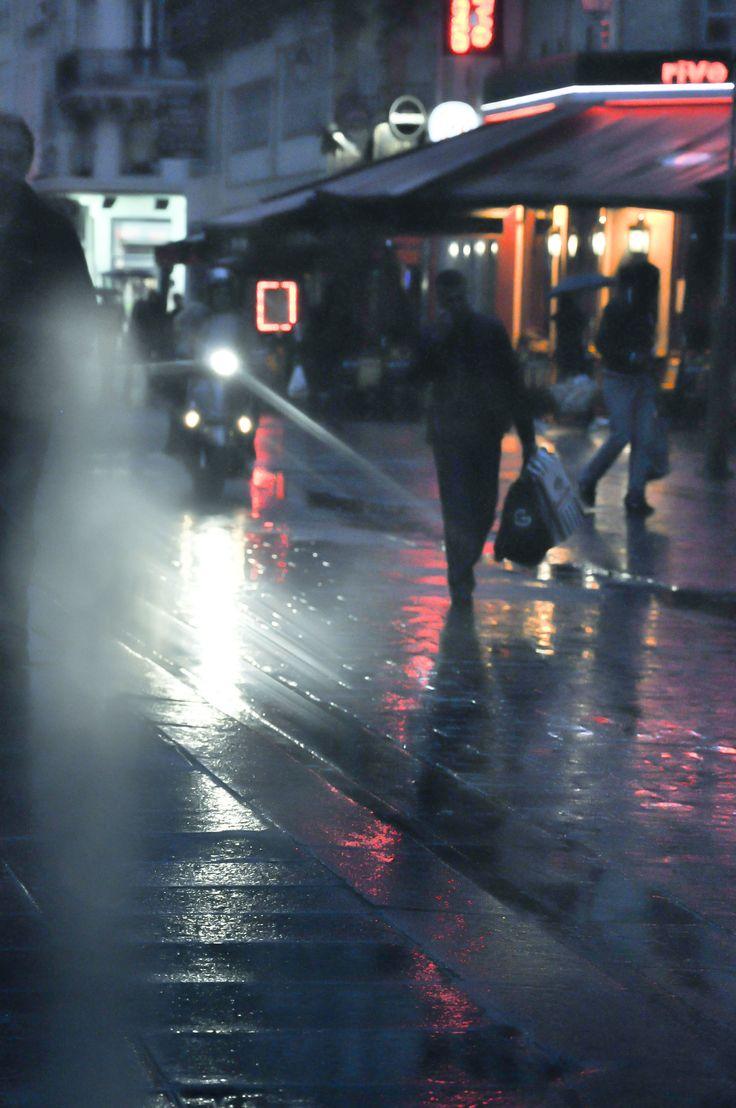 """Jean-Marc Angélini • """"City"""" • Photographie numérique sur papier • KAZoART  #art #artcontemporain #contemporaryart #oeuvre #galeriedart #artgallery #noel #noel2017 #cadeaux #artist #abordable #idées #paris #france  #nuit #night #pluie #rain"""