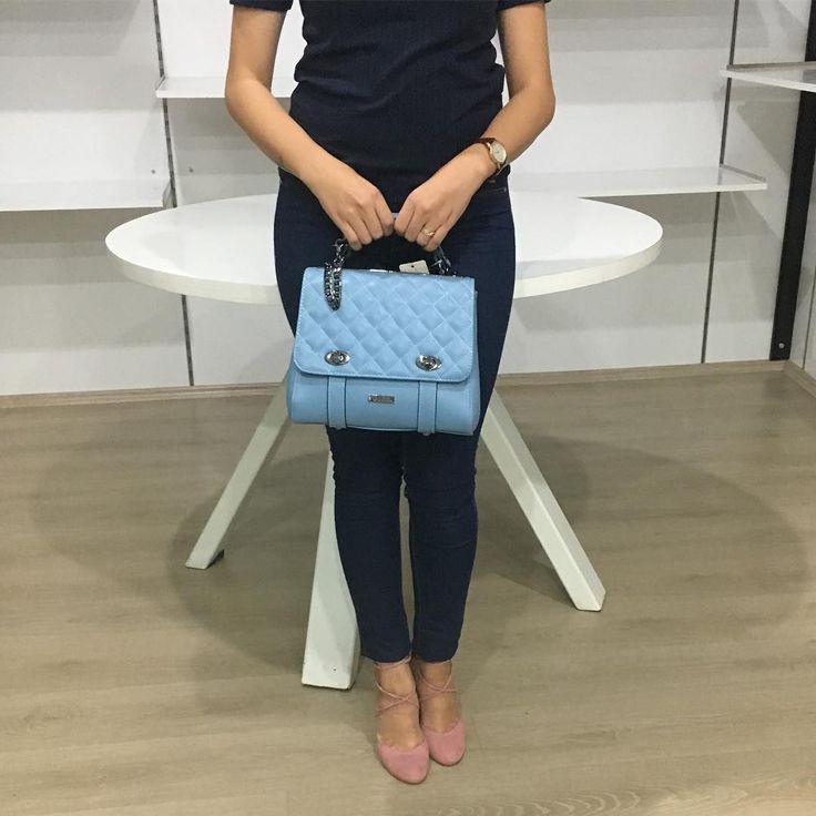Mavi renkli bayan çantamız satış fiyatı 99.00 tl 💙💙 #bayançanta #love #çanta #mavi #moda #tarz #stil #kalite #alışveriş #çanakkale #turkey #fashion #fashionblogger #fashionstyle
