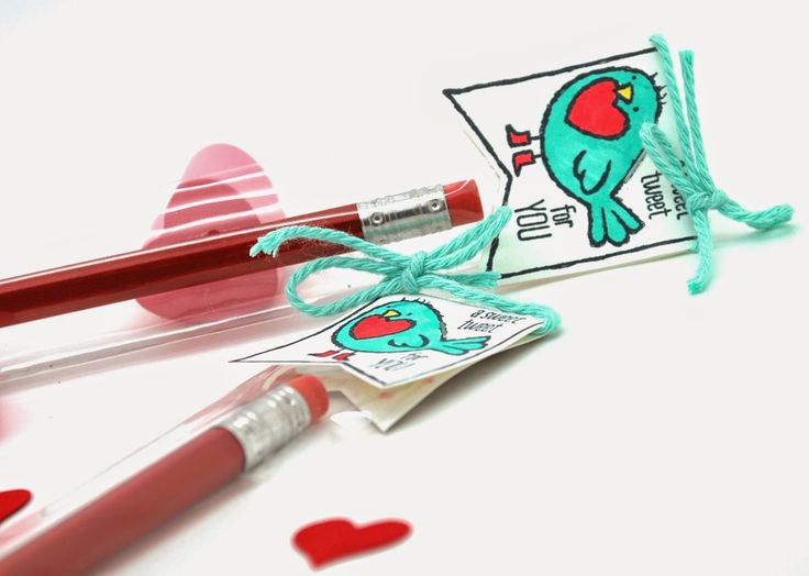 A Tweet classroom Valentine's Day Treat with a pencil using the Hey Valentine stamp by Stampin' Up! #blendabilities, #valentinesday, #coloring, #classroomtreats