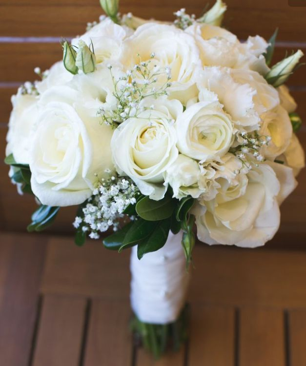 Best 25 ivory rose bouquet ideas on pinterest white for Bouquet roses blanches