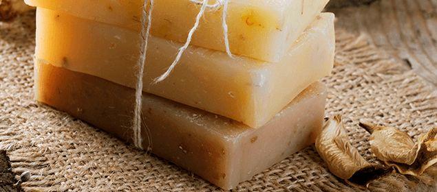 Jabón casero de manzanilla para eliminar las arrugas
